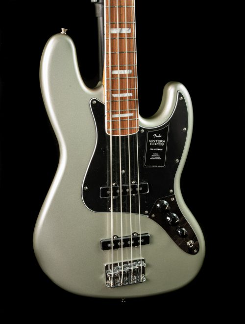 Fender Vintera '70s Jazz Bass in Inca Silver